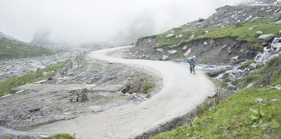 Traversing the Himalayan passes – on a bicycle!